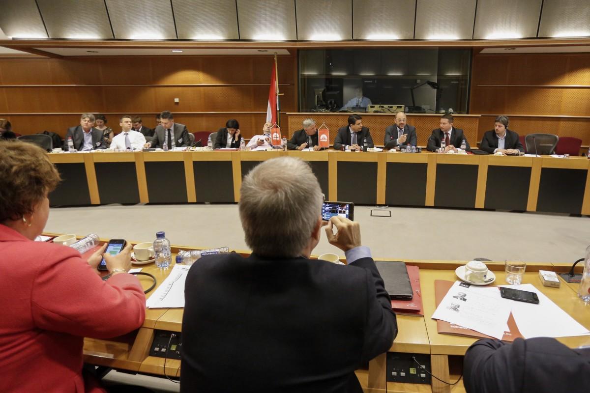 Az MSZP elnöksége politikai utasítást adott az EP-frakciónak